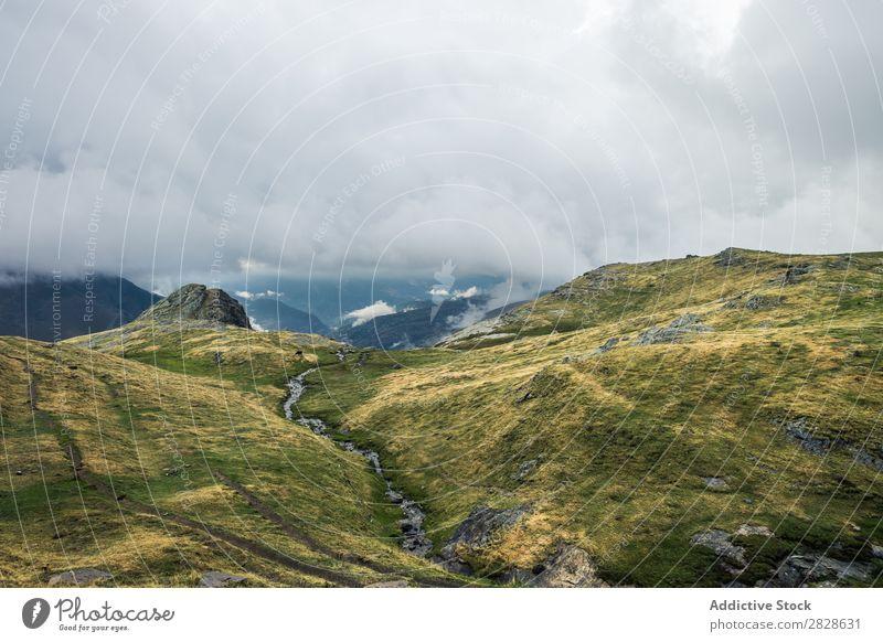 Straße in den Bergen Tal Berge u. Gebirge Landschaft Panorama (Bildformat) geheimnisvoll ländlich Aussicht gedellt Tourismus Ferien & Urlaub & Reisen Kurve