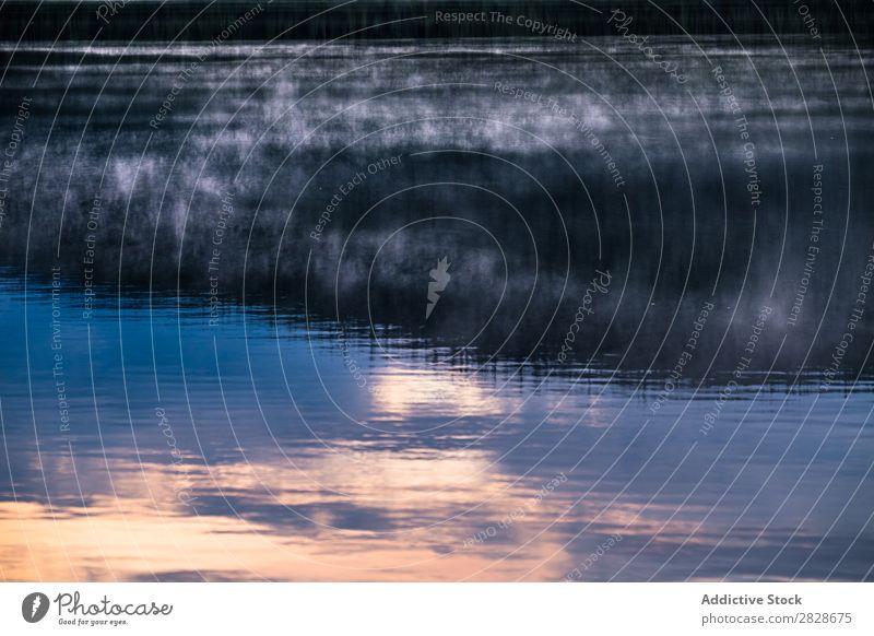 Spiegelfläche des Wassers Oberfläche Reflexion & Spiegelung Natur Landschaft blau Gelassenheit See Sauberkeit Rippeln Konsistenz abstrakt anschaulich