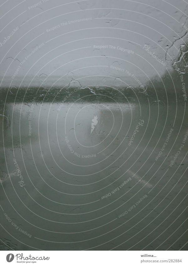 grauzone Einsamkeit dunkel Straße Traurigkeit Stimmung Regen Wetter Nebel trist Brücke Unwetter Autobahn Autofahren schlecht trüb