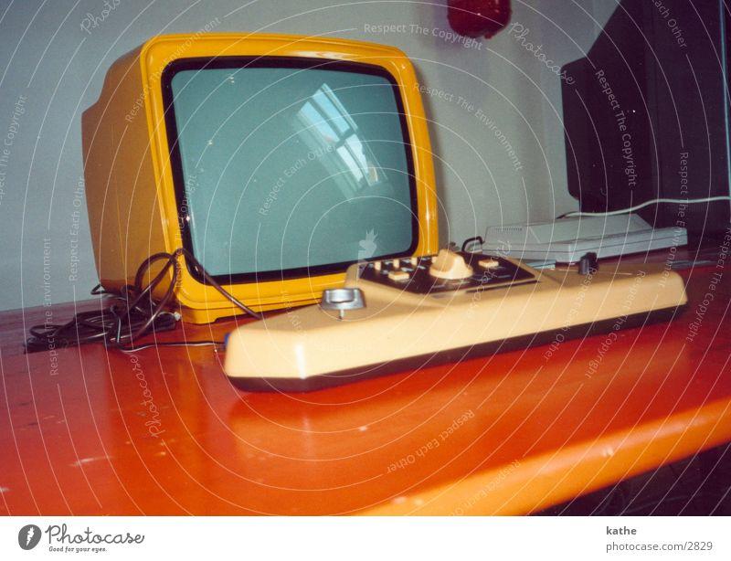 spielzeug antik Elektrisches Gerät Technik & Technologie Computer spielekonsole Statue orange