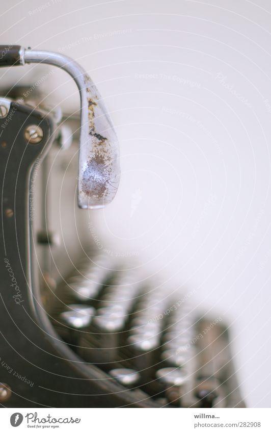 enter.tainer alt schwarz Technik & Technologie Technikfotografie Tastatur silber Nostalgie Abnutzung altmodisch Büroarbeit Schreibmaschine Hebel Arbeit & Erwerbstätigkeit Enter Hebelschalter