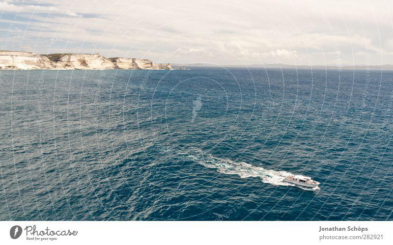 Ausblick von Bonifacio Natur blau Ferien & Urlaub & Reisen Sommer Meer Ferne Umwelt Küste Freiheit Horizont Wasserfahrzeug braun Reisefotografie Wellen frei