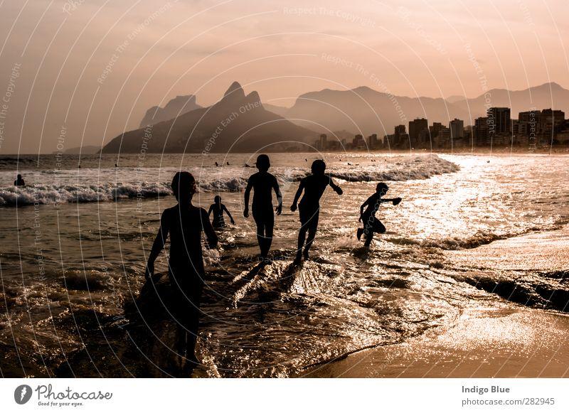 Mensch Kind Ferien & Urlaub & Reisen Wasser schön Sommer Meer Freude Strand Sand Luft Horizont Schwimmen & Baden Stimmung Wellen Tourismus