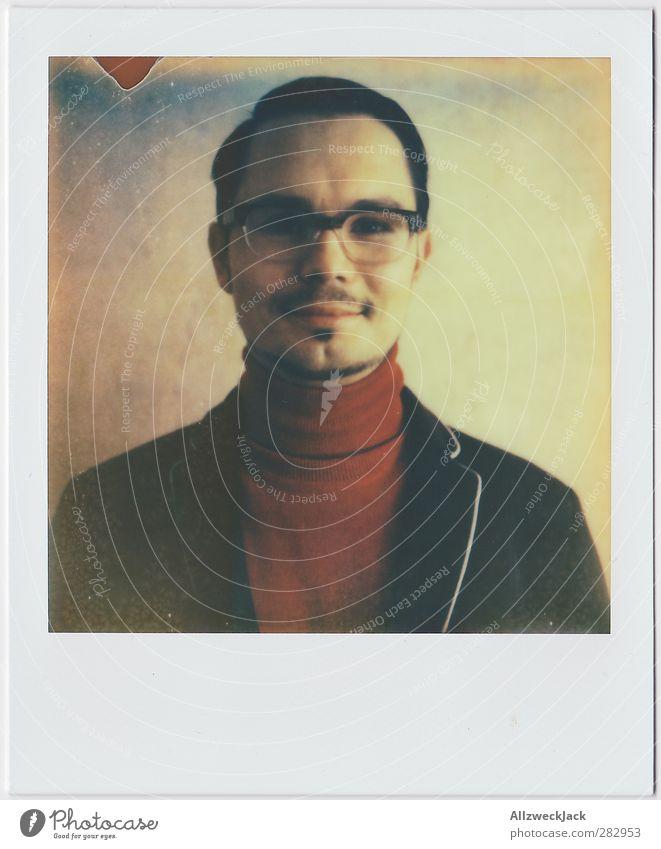 Momentaufnahme 1 Stil maskulin Junger Mann Jugendliche Erwachsene Mensch 18-30 Jahre 30-45 Jahre Brille brünett Scheitel Oberlippenbart Lächeln elegant