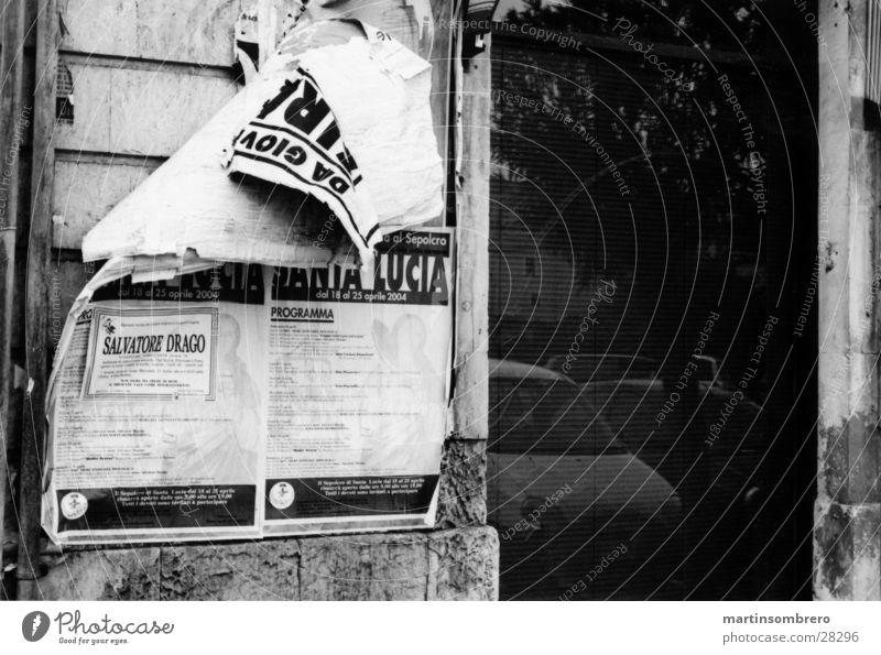 Plakat Haus Wand Graffiti kaputt Italien
