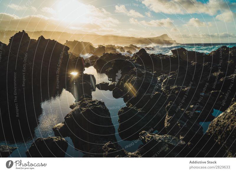 Kleine Felsen am Meer Hügel Berge u. Gebirge Aussicht Natur Ferien & Urlaub & Reisen Stein klein Seeküste Wasser Landschaft schön Tourismus Tal Gipfel wandern