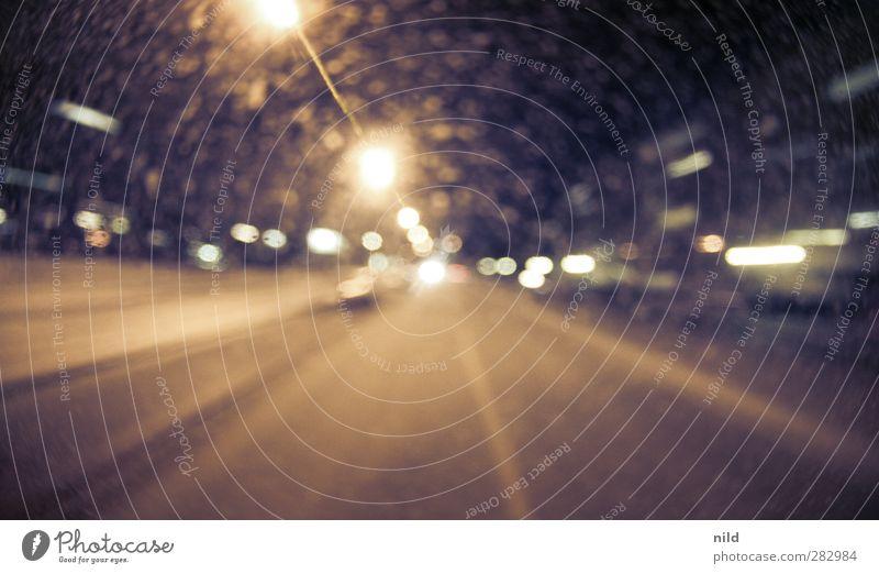 Verlass die Stadt Ferien & Urlaub & Reisen Haus gelb Straße Autofenster gehen gold dreckig Verkehr fahren violett Straßenbeleuchtung Fahrzeug Autofahren