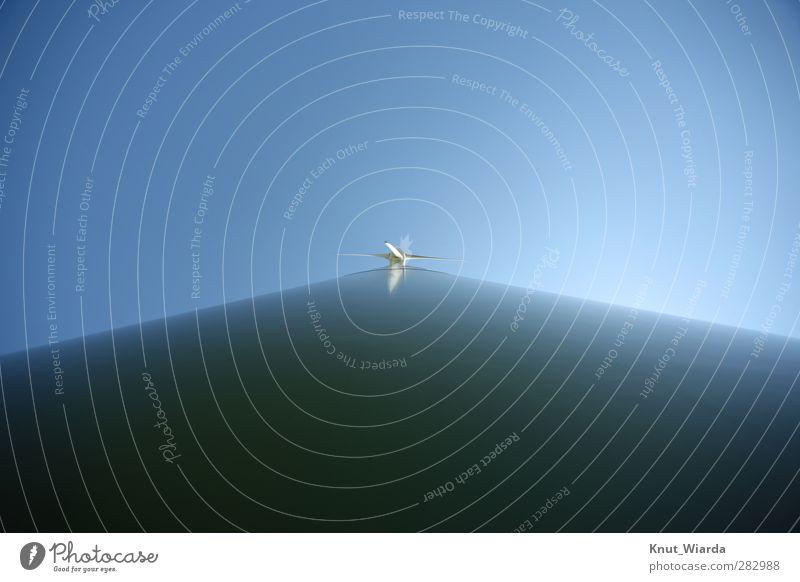 Windrad Wirtschaft Energiewirtschaft Fortschritt Zukunft Erneuerbare Energie Windkraftanlage blau Perspektive Weitwinkel Himmel Windenergie erneuerbar