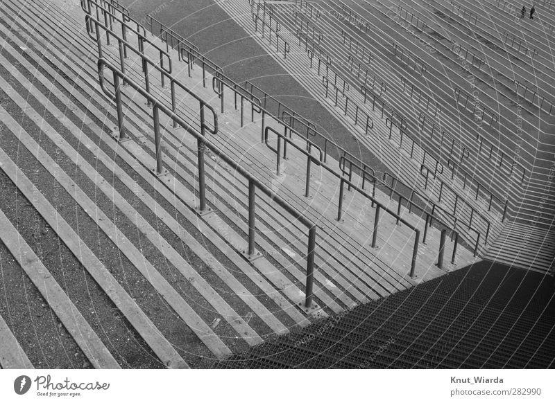 Zuschauerränge Tribüne Sportstätten Architektur Beton grau Zuschauerrang Stehplätze Personen Leere leer Schwarzweißfoto Außenaufnahme Tag Vogelperspektive