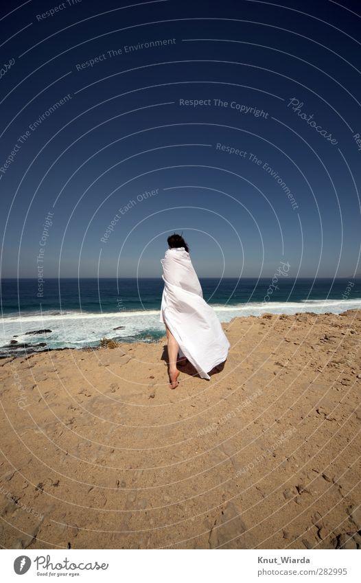 Guter Moment Mensch Frau Himmel Natur blau Ferien & Urlaub & Reisen Wasser weiß Sommer Meer Strand ruhig Landschaft Erholung Erwachsene Ferne