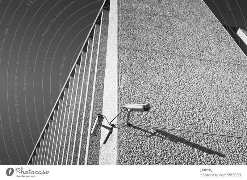 Überwachung weiß schwarz Haus Wand Architektur grau Mauer Gebäude Bauwerk Überwachung