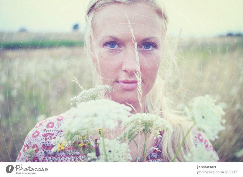 Mädchen/Sommer/Blumen Mensch Natur Freude ruhig Erholung Gesicht feminin Leben Freiheit Gesundheit blond Zufriedenheit Ausflug Lifestyle