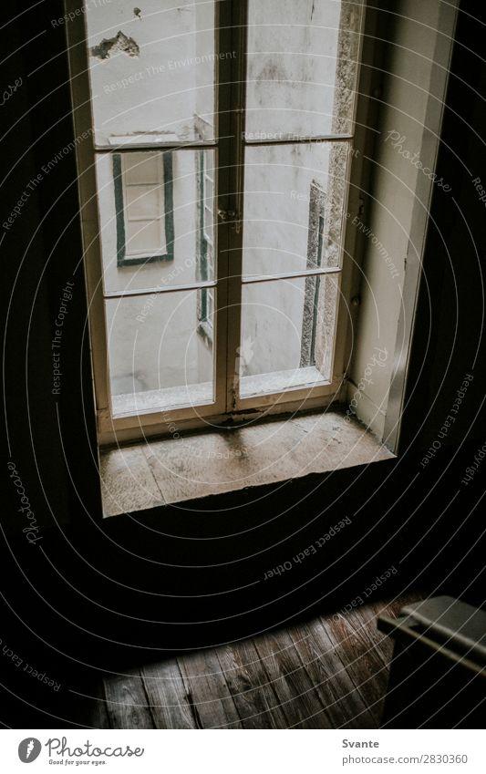 Fenster im Treppenhaus, Lissabon Portugal Haus Architektur Ferien & Urlaub & Reisen alt ästhetisch authentisch Stimmung Zarge Farbfoto Innenaufnahme