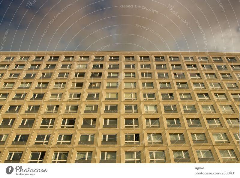 viel wohnhaus Stadt Haus Wand Mauer Gebäude Fassade Glas Beton bedrohlich Stadtzentrum eckig