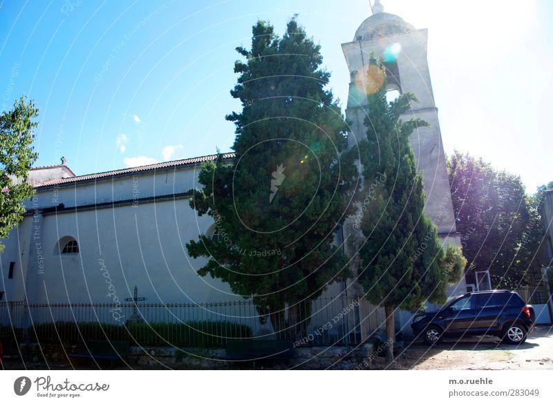 4wheelGOD blau alt Ferien & Urlaub & Reisen schön Baum Architektur Religion & Glaube Gebäude Garten PKW Park Stimmung Fassade authentisch Ausflug Kirche