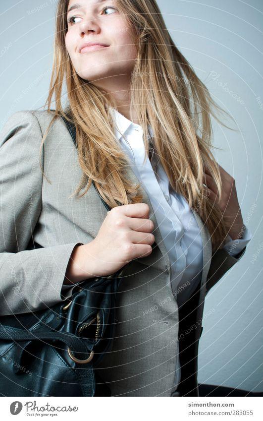 Shopping Mensch Jugendliche schön Junge Frau Freude 18-30 Jahre Erwachsene Stil Glück Lifestyle Haare & Frisuren Business elegant Erfolg lernen Bekleidung