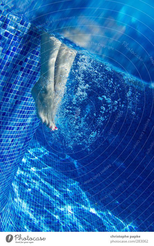 Nichtschwimmerin Nagellack Wellness Leben Wohlgefühl Erholung Spa Schwimmen & Baden Ferien & Urlaub & Reisen Sommerurlaub Schwimmbad feminin Fuß Bewegung sitzen