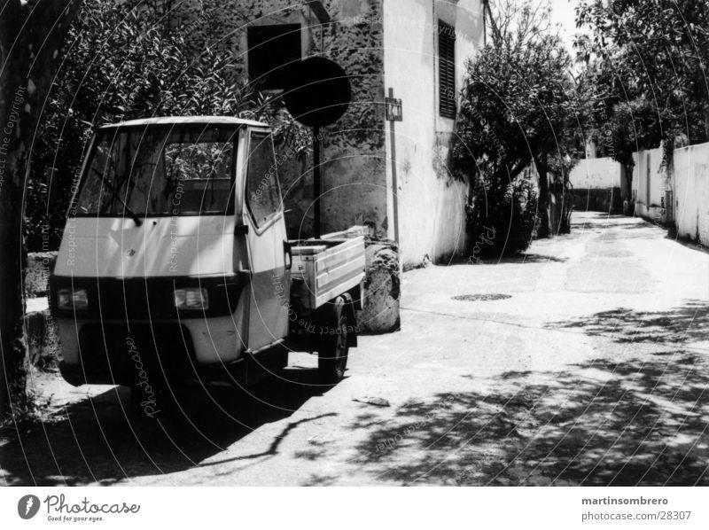 stromboli Ferien & Urlaub & Reisen Haus Straße PKW Armut Verkehr fahren Romantik Italien Süden Gasse Stromboli