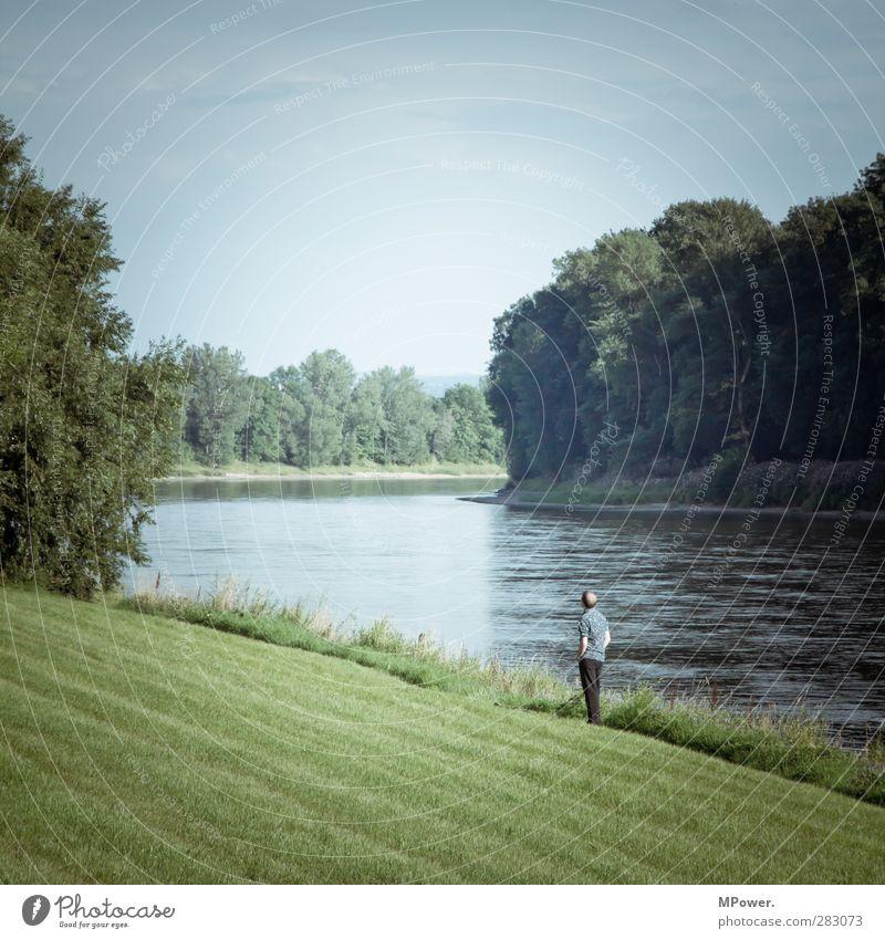 ein mann mit weitblick Mensch maskulin Mann Erwachsene Körper 1 18-30 Jahre Jugendliche Umwelt Natur Landschaft Schönes Wetter Seeufer Fluss blau grün