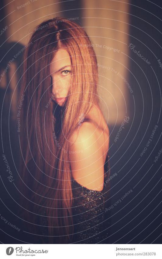Lichtspiel Mensch feminin Junge Frau Jugendliche 1 18-30 Jahre Erwachsene Haare & Frisuren rothaarig langhaarig beobachten entdecken schön natürlich Farbfoto