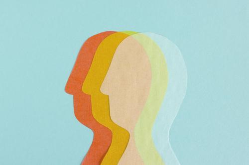 Reihe mit 3 transparenten Kopf-Silhouetten Bildung Wissenschaften Studium Team Mensch beobachten Denken mehrfarbig Akzeptanz Zusammensein Partnerschaft