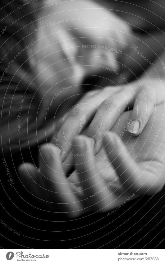 Hände Jugendliche Hand schön ruhig Erholung Erwachsene Leben 18-30 Jahre träumen Haut Zufriedenheit Finger schlafen Wellness Wohlgefühl Körperpflege