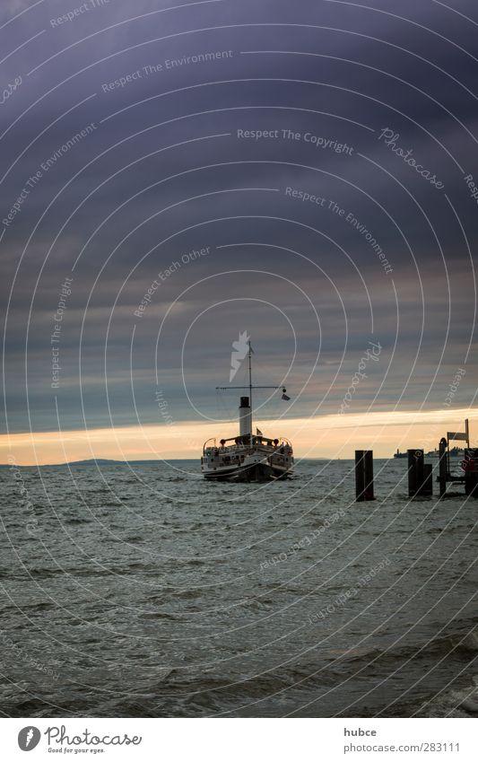 """Bodenseedampfer im Abendlicht Umwelt Natur Landschaft Wasser Himmel Wolken Horizont Sommer Wetter Wind Küste Seeufer Strand Bucht Anlegestelle """"Lochau Bregenz"""