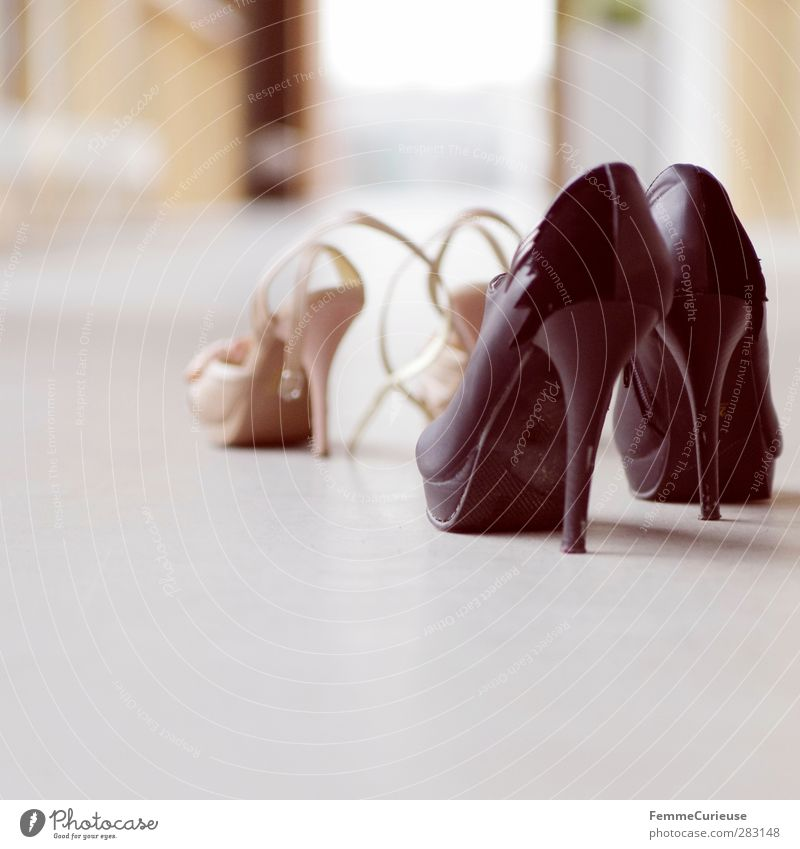 High heels - a perfect companion (II). schwarz Fenster feminin Erotik Mode Schuhe gold stehen paarweise ästhetisch Lebensfreude Leidenschaft Flur Lust beige