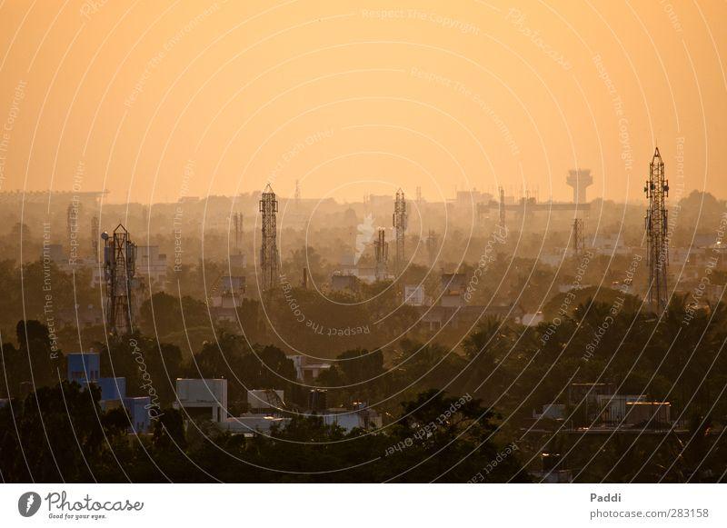 Sunset in Chennai überbevölkert Haus Unendlichkeit Madras Tamil Nadu Indien Kontrast Abenddämmerung Schatten Horizont Smog Farbfoto Außenaufnahme Menschenleer