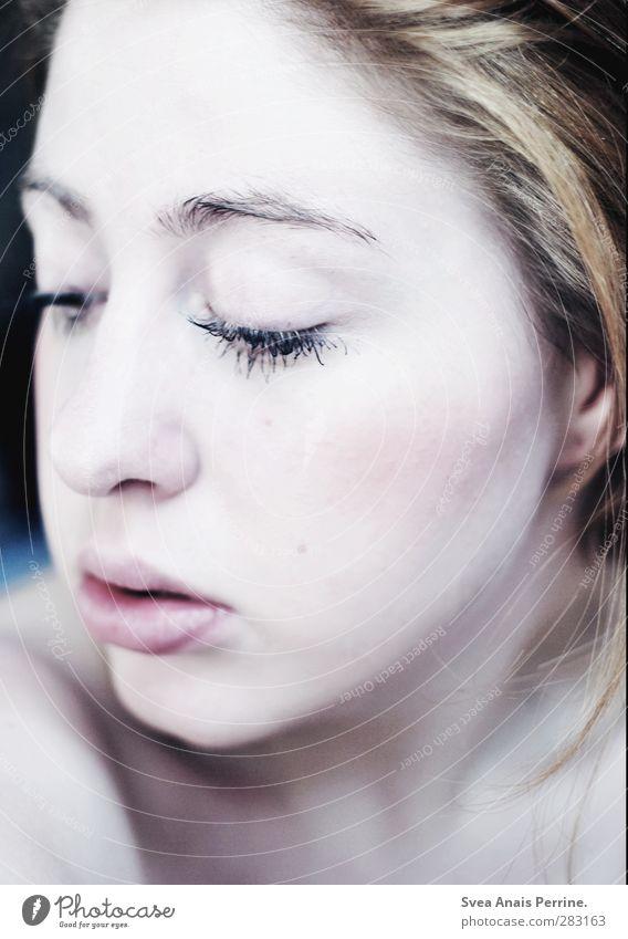 frau wolle. feminin Körper Haut Kopf Haare & Frisuren Gesicht 1 Mensch brünett rothaarig Zopf Wimpern Augenbraue Haarsträhne schön einzigartig kalt nackt