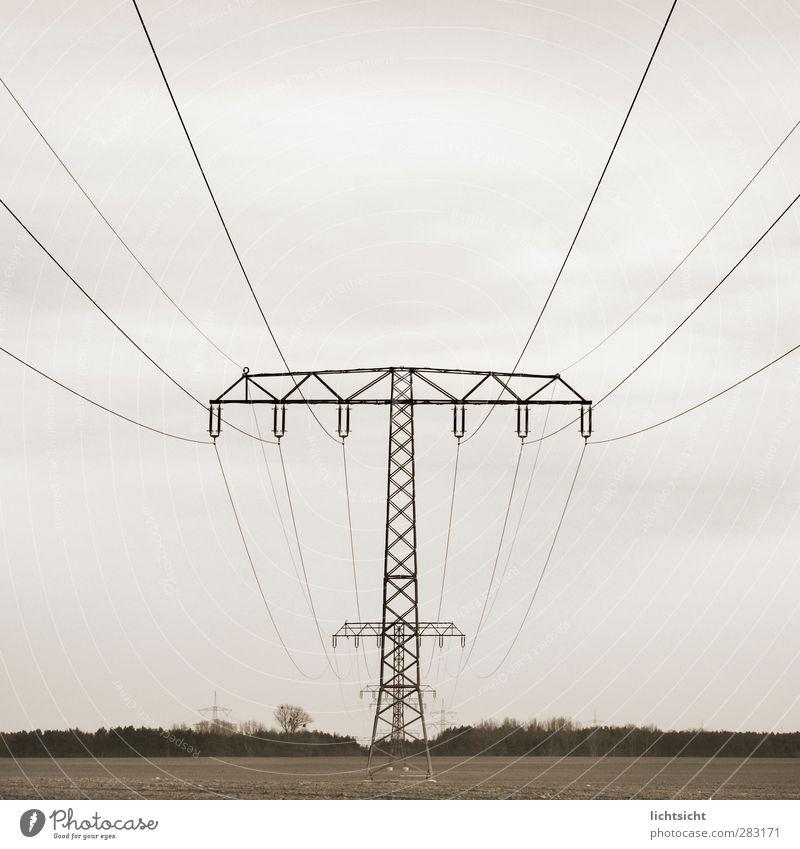 Energiezentrum Energiewirtschaft Erneuerbare Energie Energiekrise Umwelt Landschaft Himmel Wolken Wetter Feld Perspektive Zentralperspektive Leitung