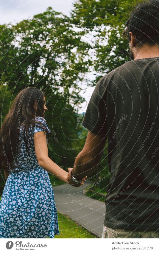Paar an der Straße auf dem Land Landschaft Ferien & Urlaub & Reisen Zusammensein Ausflug Glück Mensch Sommer Mann Frau Abenteuer Lifestyle Freude Lächeln