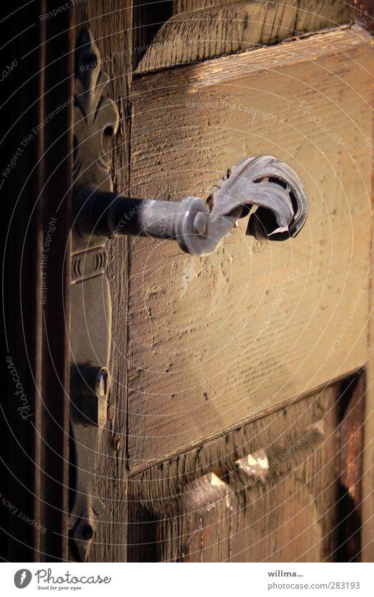 einlass [2] Tür Griff alt historisch braun Nostalgie Holztür Beschläge verziert Schlüsselloch Holzstruktur geschlossen Eingang Messing Gußeisen altes Handwerk