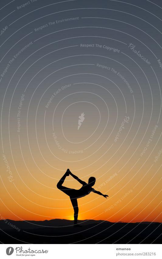 standhaft Lifestyle Freude Gesundheit sportlich Sommer Sport Fitness Sport-Training Yoga Mensch feminin Junge Frau Jugendliche Körper 1 Natur Himmel stehen