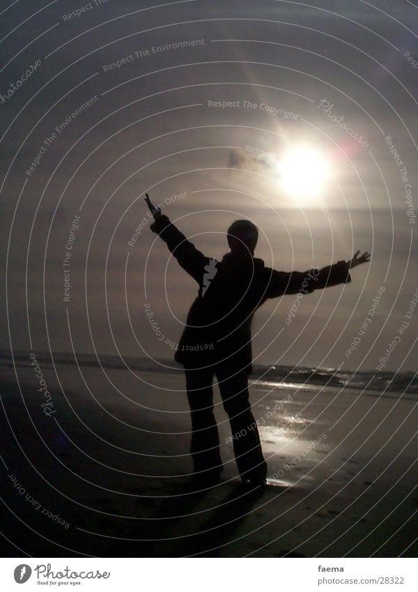 Strandglück Frau Sonnenuntergang Silhouette Zufriedenheit Niederlande Mensch stehen Freude Silouette retten Wasser