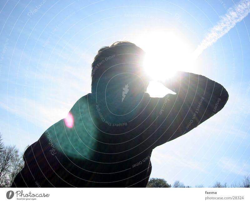 Ausblick Aussicht Lichtfleck Ferne Sonnenstrahlen Ferien & Urlaub & Reisen Mann Blendenfleck Beleuchtung Himmel blau Erholung