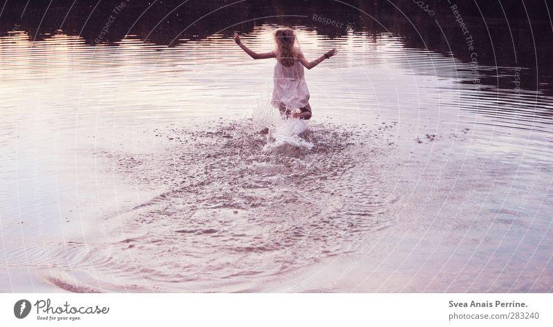 wasser welt. Mensch Natur Jugendliche Wasser Freude Erwachsene Umwelt Junge Frau feminin Glück See 18-30 Jahre Schwimmen & Baden natürlich blond Zufriedenheit
