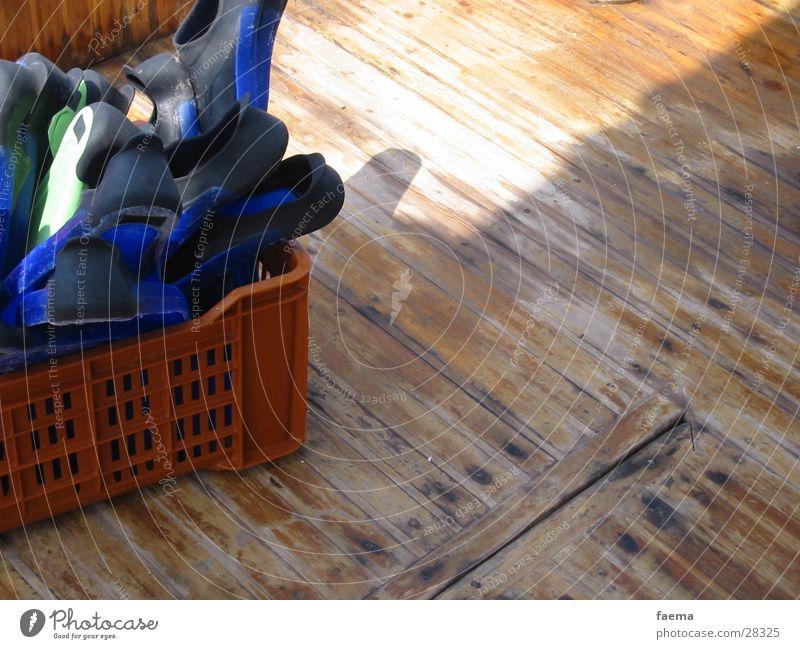 Freudige Erwartung Wasser Meer tauchen Holzbrett Schwimmhilfe Schnorcheln