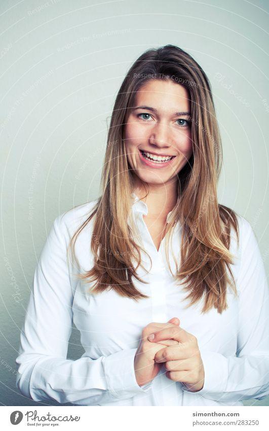 Azubine Mensch Frau Jugendliche Erwachsene 18-30 Jahre feminin sprechen Haare & Frisuren Business blond Erfolg Lächeln lernen Studium Bildung Student