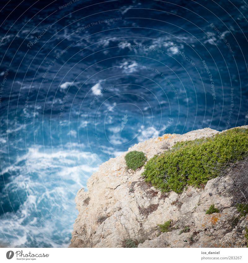 Ein Sprung... Natur Ferien & Urlaub & Reisen Wasser Sommer Meer Freude Landschaft Umwelt Küste Freiheit springen Felsen Wellen Angst Insel Tourismus