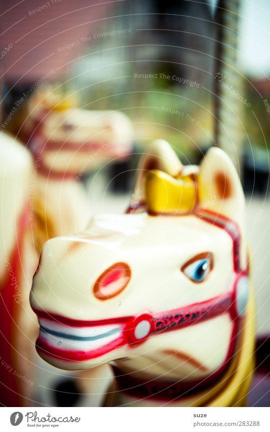 Jean Paul Gaultier Freude lustig Kindheit Freizeit & Hobby Fröhlichkeit Lifestyle Kindheitserinnerung Pferd Freundlichkeit Kunststoff Kitsch Jahrmarkt Karussell Kinderspiel Kinderkarussell Pferdekopf