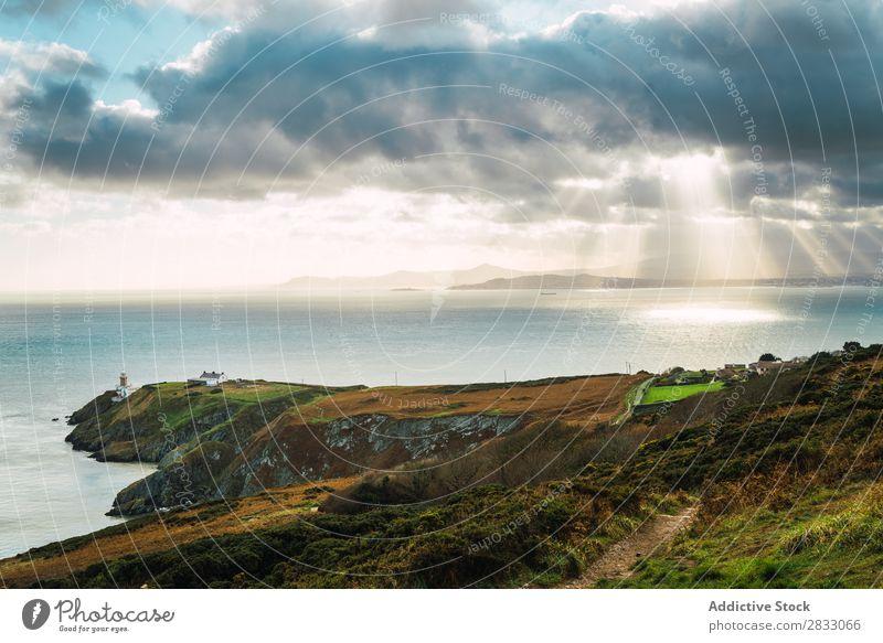 Malerischer Blick auf die grüne Küste Seeküste Felsen Meer Landschaft Strand Natur Wasser natürlich Meereslandschaft Stein schön Gras Ferien & Urlaub & Reisen
