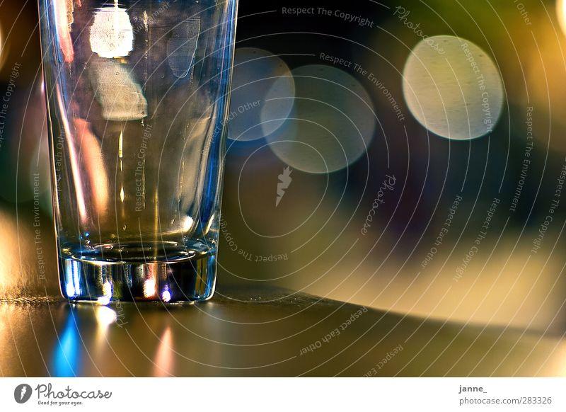 Glas blau gelb Holz braun Glas Glas Tisch Wasserglas