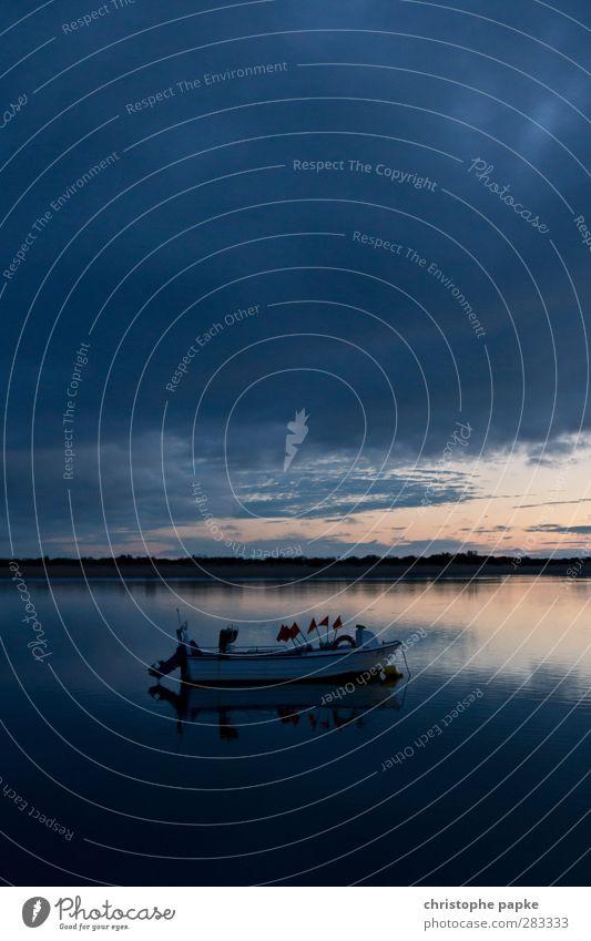 Fischeridyll Ferien & Urlaub & Reisen Himmel Wolken Nachthimmel Küste Seeufer Flussufer Schifffahrt Binnenschifffahrt Fischerboot Motorboot Wasserfahrzeug Anker