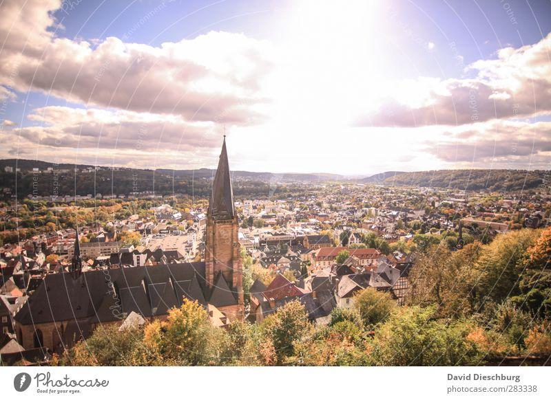 Sonnige Aussicht Himmel blau grün Stadt weiß Sommer Baum Wolken Landschaft schwarz Haus gelb Herbst Frühling Gebäude braun