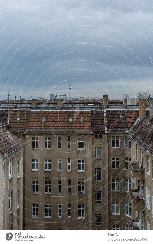 Berlin Prenzlauer Berg Stadt Hauptstadt Stadtzentrum Altstadt Skyline Menschenleer Mauer Wand Fassade Fenster Dach Dachrinne Schornstein Antenne