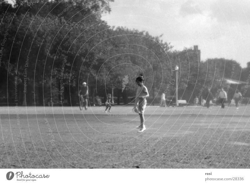 Girl Frau Mädchen springen Spielen Park