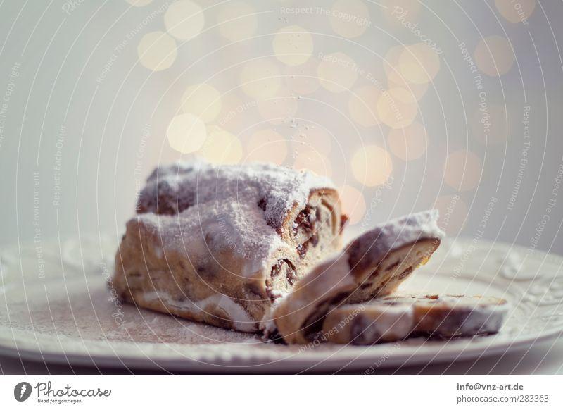 Stollen Weihnachten & Advent schön Feste & Feiern Stimmung modern Kuchen Weihnachtsdekoration Lichterkette Christstollen Puderzucker