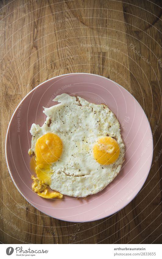 Spiegelei Gesicht auf Holz Gesunde Ernährung weiß Gesundheit Lebensmittel Essen gelb rosa frisch kaufen Energie Frühstück Bioprodukte Vegetarische Ernährung