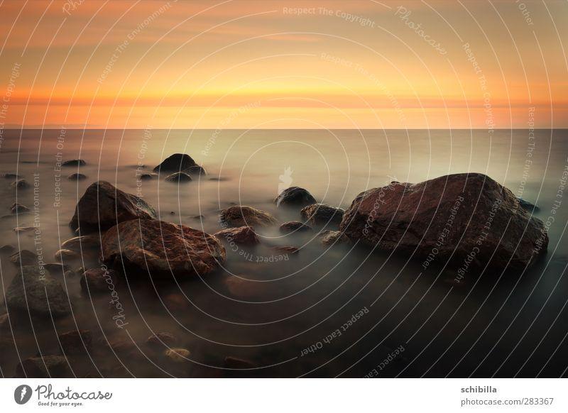 Roter Sonnenuntergang mit Wassernebel an der Ostsee Himmel Natur Ferien & Urlaub & Reisen Wasser schön Sommer rot Sonne Meer Strand Wolken ruhig Landschaft Erholung gelb Ferne